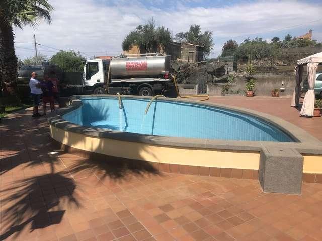 mezzo piscina.jpg